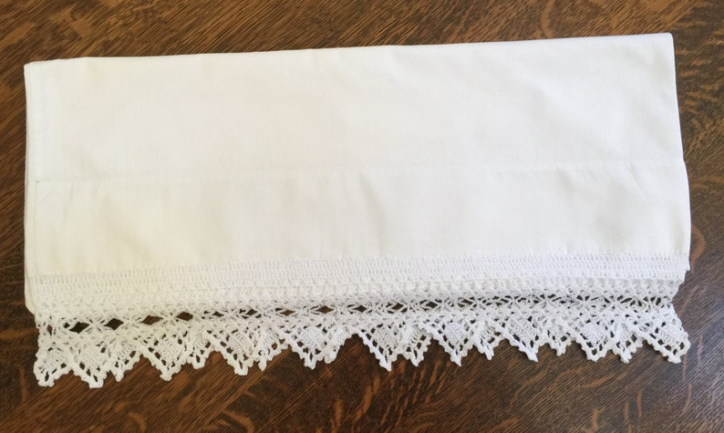French Country Vintage Pillow Case Wide Crochet Trim Cottage Style Vintage Gift Farmhouse Decor Vintage Bed Linens Interior Decorate