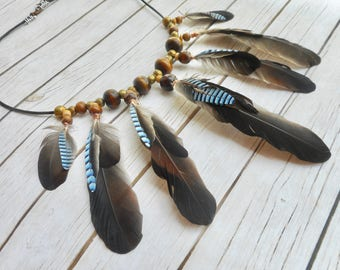 Natuurlijke Vlaamse Gaai vogelveren bruin leren halsketting boho bohemian tribal Inheemse Afrikaanse stijl sieraden handgemaakte sieraad