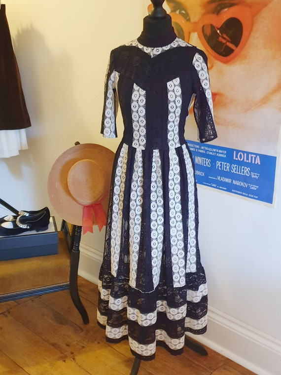 Black and white lace dress party vintage 90's embr