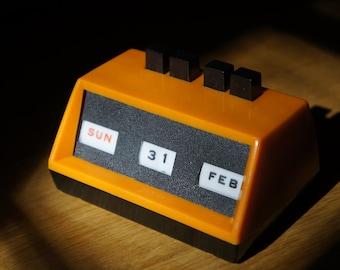 Mechanical Date Display Desktop Calendar
