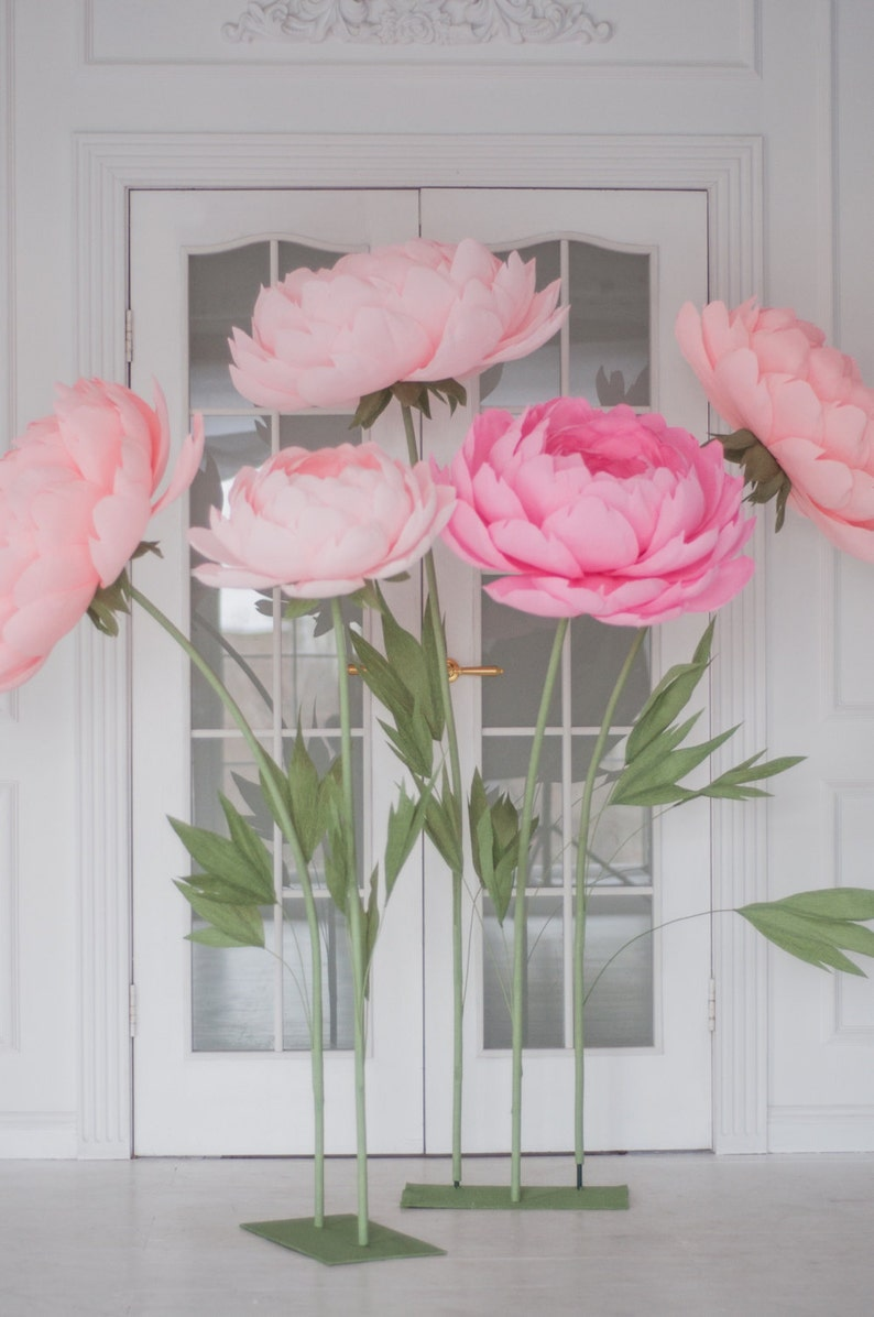 Standing Giant Paper Flowers Self Standing Paper Flowers Paper Flowers On The Metal Base Stand
