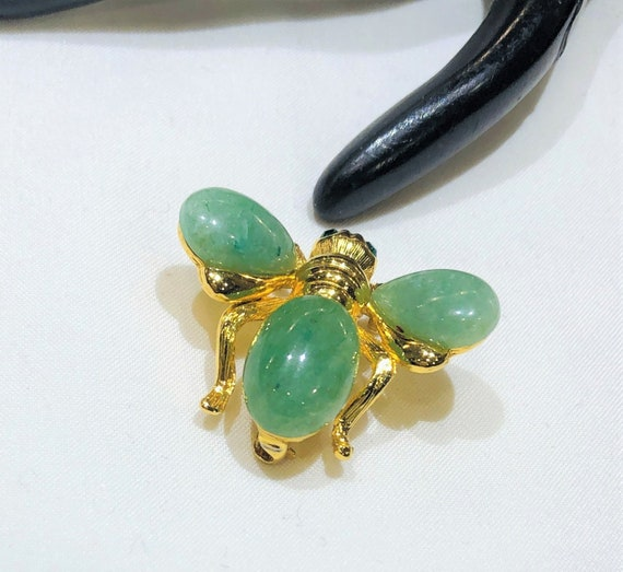 Pretty Joan Rivers Jade Glass Green  Rhinestone Be