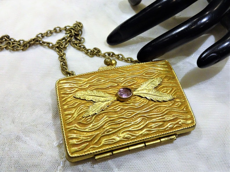 Small Vintage Textured Gold Tone Metal and Light Amethyst Glass Stone Coin Purse