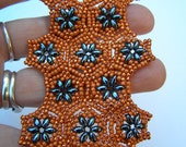 English pattern of the Hexagon bracelet,  made with superduo beads and seedbeads