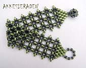 English pattern for the  O-Lace bracelet, A bracelet with O beads and Super duo beads.