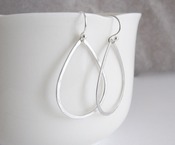 Gorgeous Silver and Cream Teardrop Hoop Earrings *NEW* from a UK seller