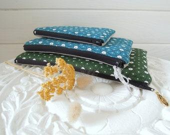 Pochette plate   trousse zippée   pochette main   rangement sac   motif azulejos   tissu bleu paon   tissu lin   cadeau femme