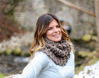 Outlander Inspired Claire's Knit Cowl Scarf / The  Charlottetown