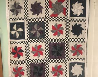 Checkered pinwheel quilt