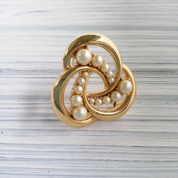 Trifari pearl brooch Vintage round pearl brooch C… - image 9