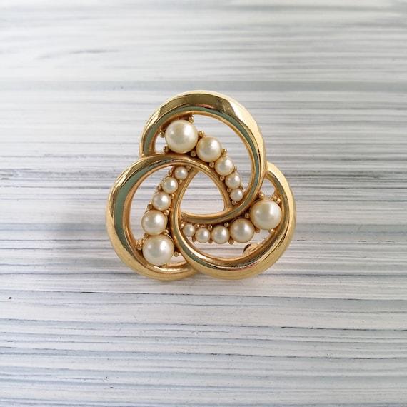 Trifari pearl brooch Vintage round pearl brooch C… - image 8