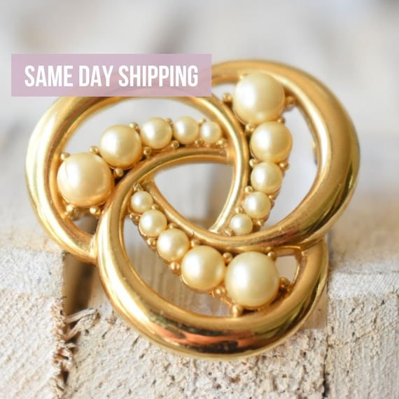 Vintage Trifari gold pearl brooch Gift for women - image 1
