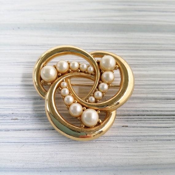 Trifari pearl brooch Vintage round pearl brooch C… - image 2