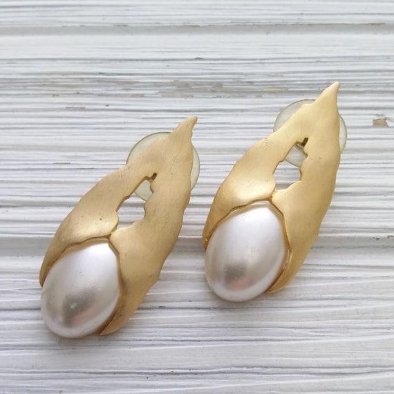 Flat pearl earrings Vintage modernist earrings Sig