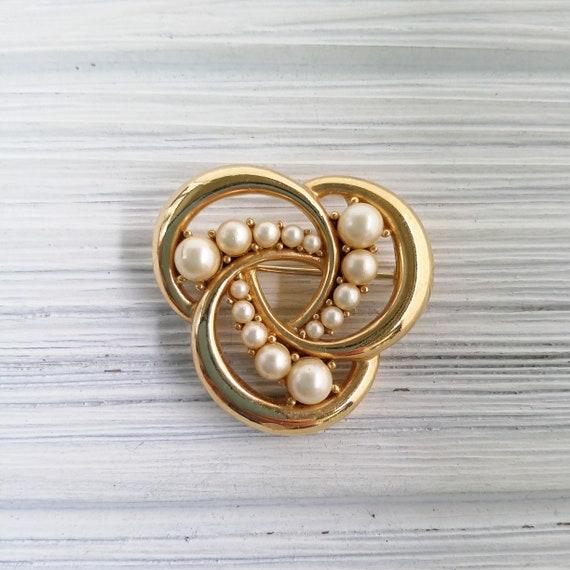 Trifari pearl brooch Vintage round pearl brooch C… - image 4