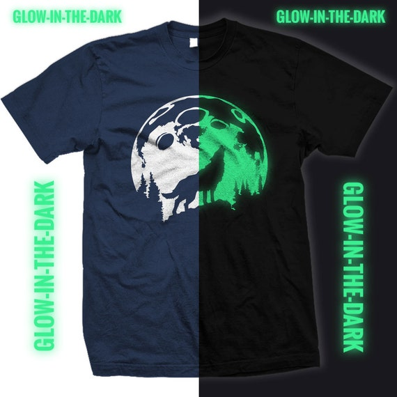 Glow in the Dark - Wolf Howling at the Moon Tee Shirt