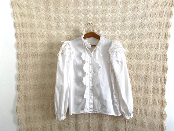 Austrian puff sleeve ruffle blouse