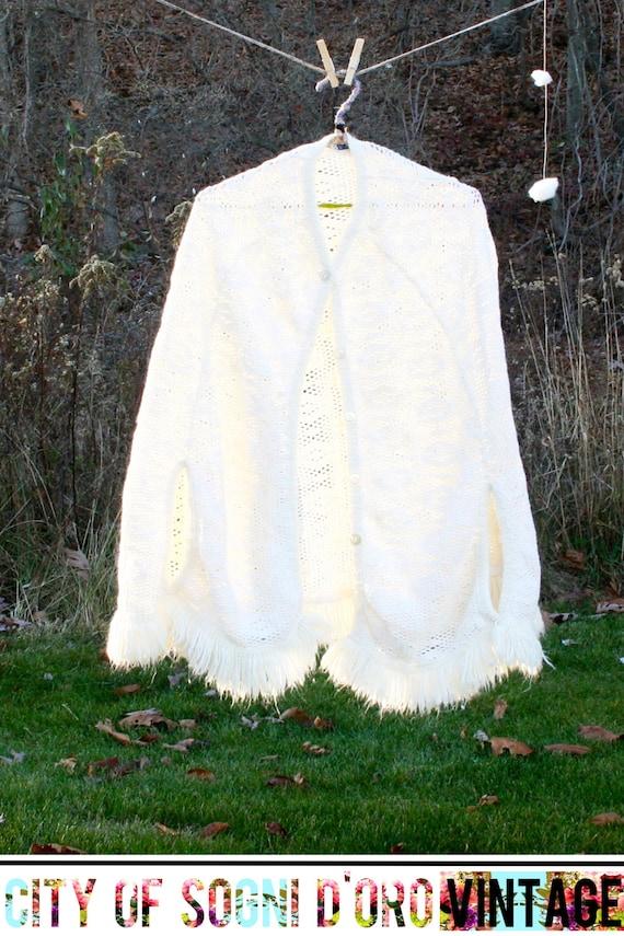 Vintage 70s Cape, Knit Cape, Knit Shawl, White Pon