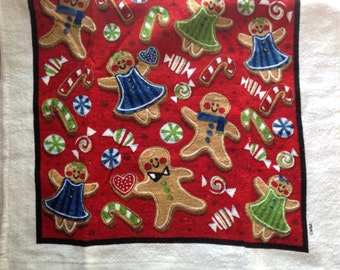 Scattered Gingerbread Men and Cookies Crocheted Top Towel  (C18)