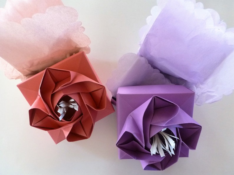 gorgeous! Origami Rose Boxes in sweet spring hues with scallop edge tissue to match