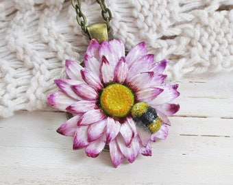 Daisy Necklace, Floral Handmade Jewellery, Flower Pendant, Clay Flower Necklace, Bumble Bee Necklace, Nature Jewelry, Flower Sculpture