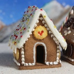 Miniature Christmas Gingerbread House, Polymer Clay Gingerbread House, Dollshouse Food, Miniature Food, Miniature House, Cookie House