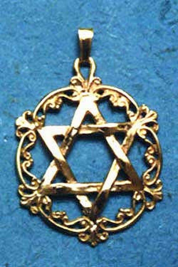 FB Jewels 14K Yellow Gold Star Of David In Circle Engraved Jewish Pendant