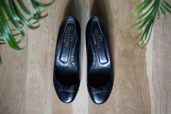 VALENTINO GARAVANI black leather ballerina pumps/