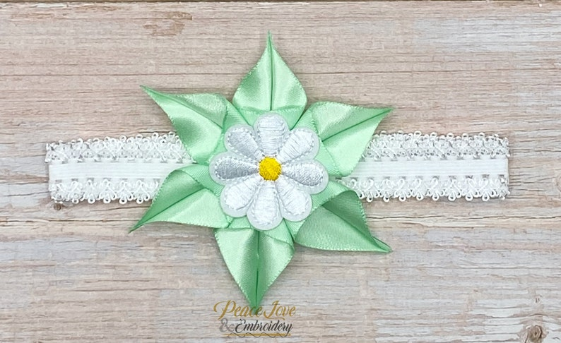 Bow 1st Birthday Shirt Emerald Daisy Embroidered Applique One Daisy Flower Daisy First Birthday Tutu Outfit Girls Birthday Outfit Tutu
