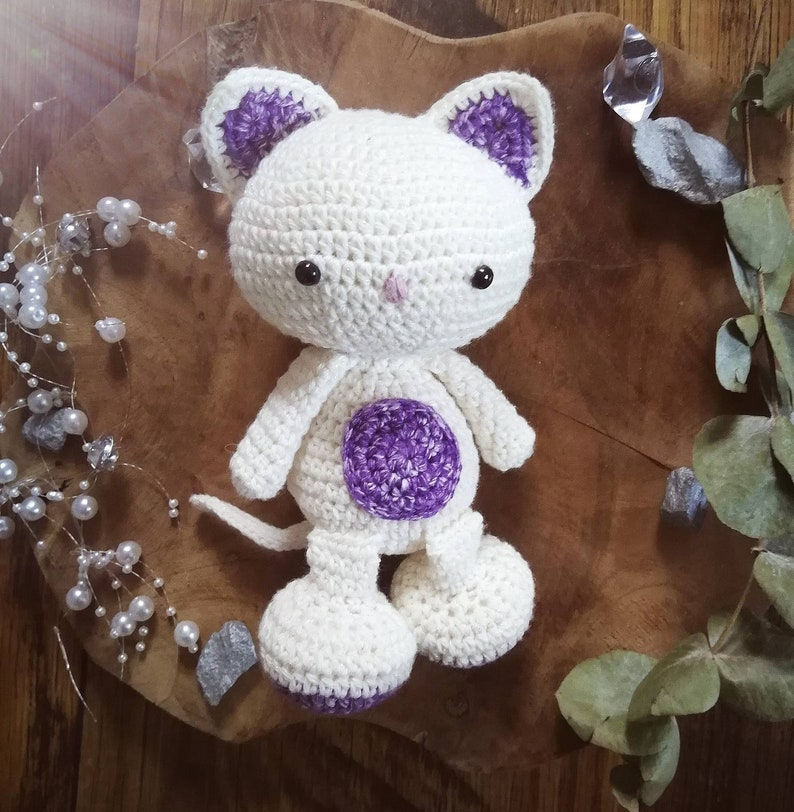 Amigurumi Doudou Cat with pink hook and white glitter