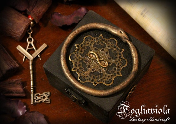 458ae77ce79b Ancien symbole serpent Ouroboros étain boîte décor sans fin   Etsy