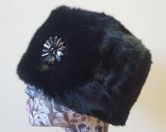 Shiny Black Short Pile Faux Fur Russian Style Hat with Sunning Dark Grey Glass Brooch