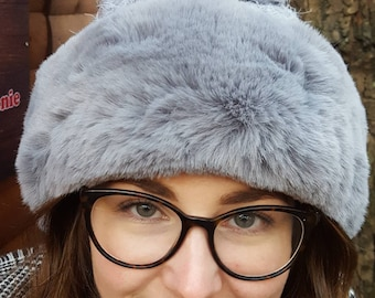 Supersoft Pom Pom Hat with furry lining 5 Colours