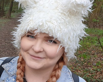 Fluffy Bear Hat in Twisty Winter White. Fully Lined With Polar Fleece.