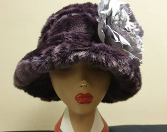 Peaky Blinders Inspired Mauve Cloche Hat- Cosy Polar Fleece Lining- Flower Brooch-Downton Abbey Hat-Womens Winter Hat-Faux Fur Hat-Womens