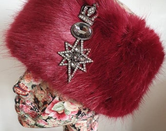 Stunning Crown and Star Brooch with Diamantes and Dark Glass