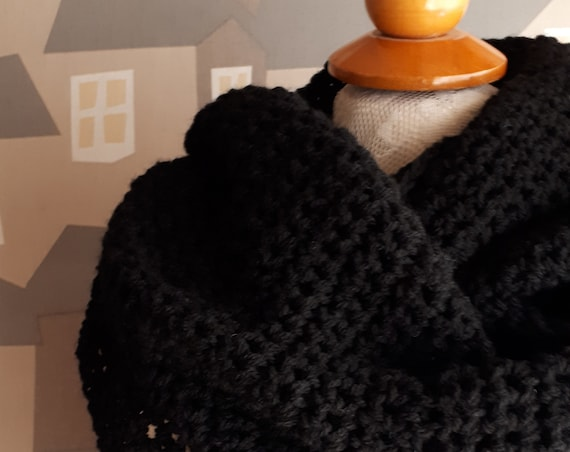 Unisex Crochet Shawl, Handmade Wool Scarf, Chunky Black Crochet Wool Loop