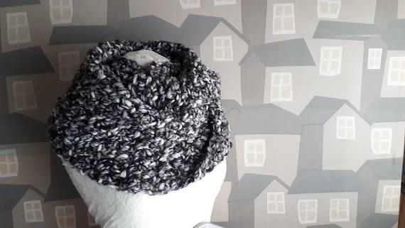 Unisex Crochet Shawl, Handmade Wool Scarf, Chunky Black  and White Crochet Wool Loop