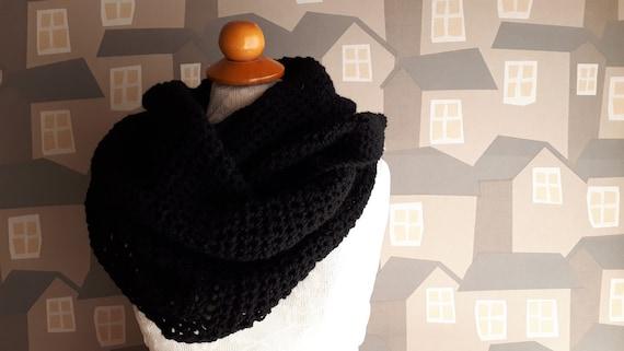 Unisex Crochet Shawl, Handmade Wool Scarf, Chunky Black Crochet Wool Loop