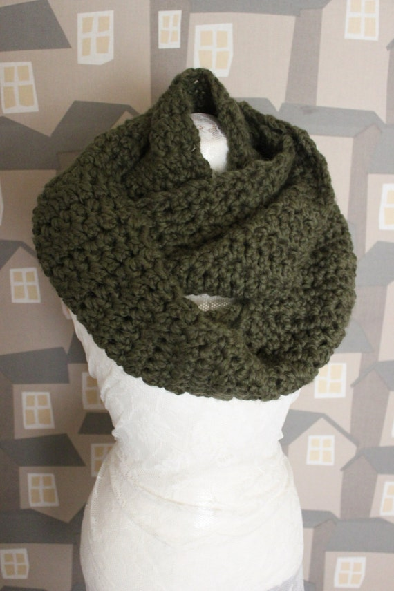 Unisex Crochet Shawl, Handmade Wool Scarf, Chunky Green Crochet Wool Loop
