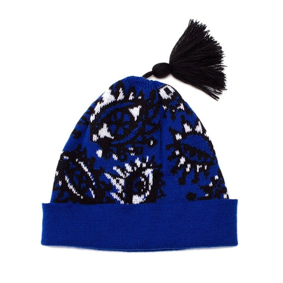 1f3fbe093 Eyes Knitted Bobble Hat