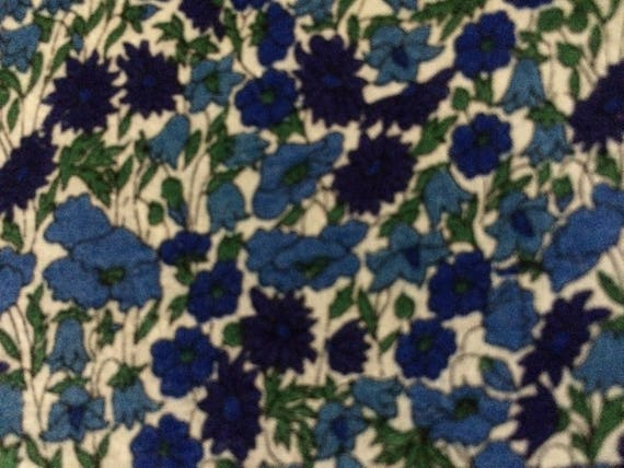 PETAL /& BUD  in BLUES 1,00 METRE by LIBERTY on TANS LAWN COTTON PURPLES