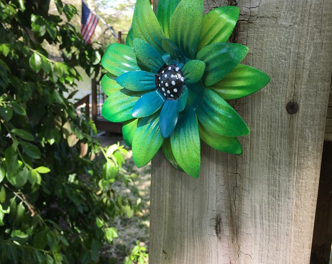 Featured listing image: Metal Flower,Green Fence Flower,Fence Decoration,Patio Decor-Yard art-Flowers for Trees,Perfect Wall or Privacy Fence Accent,Pool Decor