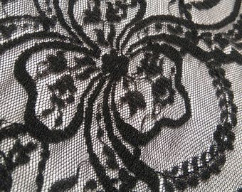 Antique lace - very wide black with pattern of knots intertwining 180 cm x 16 cm
