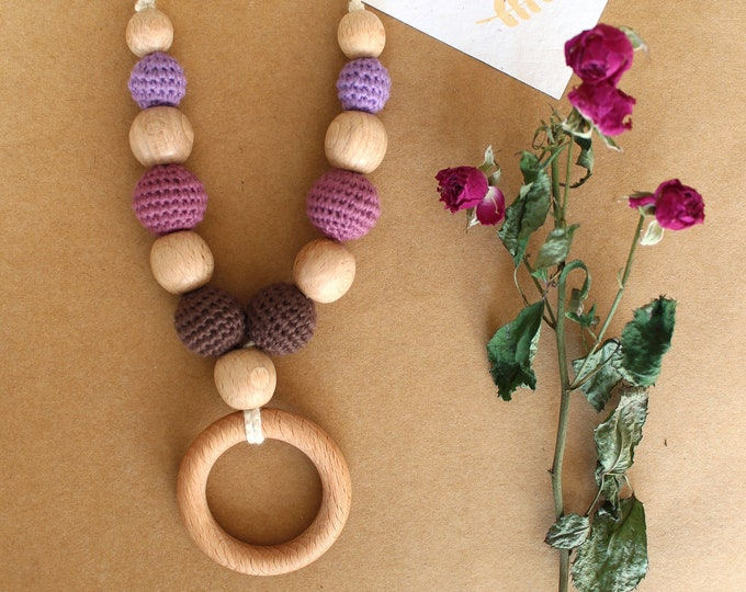 Breastfeeding teething and babywearing necklace