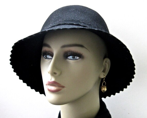 de88e4f08 Vintage Black Wool Felt Slouch Hat • Miss Bierner • Zig Zag Brim High Crown