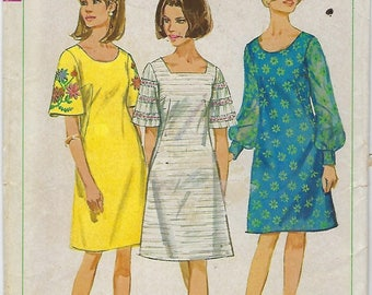 """Simplicity 6997  Misses' One-Piece Dress with two necklines (Transfer Included)   SIZE 10 Bust 31""""  UNCUT"""