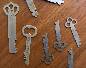 Set of 9 Vintage Metal Safe Keys