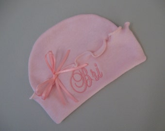 9426c466209 RUFFLED NEWBORN HAT