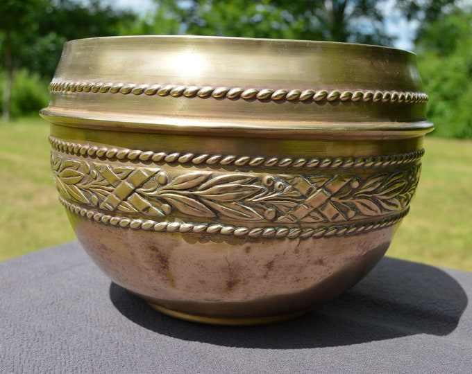 Plant Pot Cache Pot Secession Fine Yellow Copper Flower Pot Very Well Used Bowl Pot Craftsman Planter Arts and Crafts Jardiniere Dents Wear